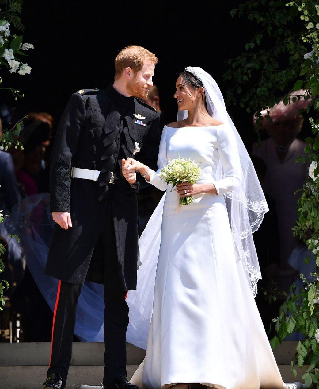 بررسی مراسم ازدواج پرنس هری و مگان از منظر ساختار شکنی و برند این خاندان
