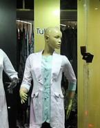استفاده از مانکنها و تبلیغ پوششهای غربی در ویترین مغازه ها